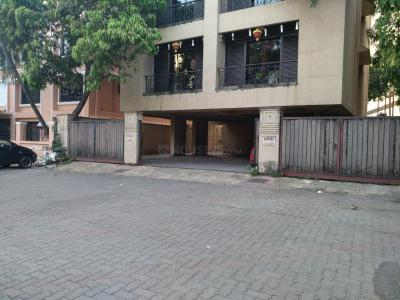 Gallery Cover Image of 900 Sq.ft 2 BHK Apartment for buy in Hamara Apartment, Bandra West for 35000000