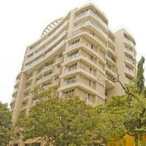 Gallery Cover Image of 1050 Sq.ft 2 BHK Apartment for rent in Wadhwa Vijay Golden Peak, Khar West for 95000