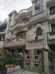 Gallery Cover Image of 6000 Sq.ft 10 BHK Independent House for buy in B-409, Preet Vihar for 240000000