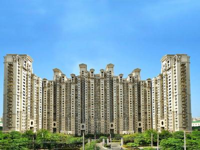 Gallery Cover Image of 2700 Sq.ft 3 BHK Apartment for rent in DLF Hamilton Court, DLF Phase 4 for 65000