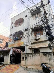 Gallery Cover Image of 340 Sq.ft 1 BHK Apartment for rent in Suresh Apartment, Entally for 15000