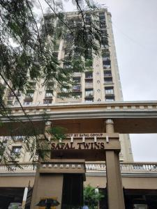 Gallery Cover Image of 1500 Sq.ft 3 BHK Apartment for buy in Safal Twins Tower, Govandi for 32500000