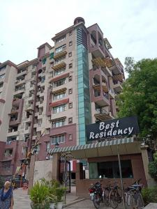 Gallery Cover Image of 2200 Sq.ft 4 BHK Apartment for rent in CGHS Best Residency, Sector 19 Dwarka for 41000