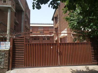 Schools & Universities Image of 840 Sq.ft 2 BHK Independent Floor for rent in Pitampura for 25000