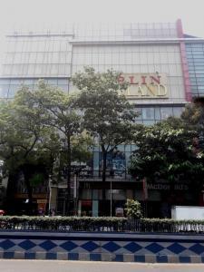 Shopping Malls Image of 0 - 1350.0 Sq.ft 3 BHK Apartment for buy in Pratik Bishwamitra