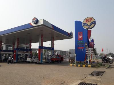 Petrol Pumps Image of 1000.0 - 1300.0 Sq.ft 2 BHK Apartment for buy in Iris Tower