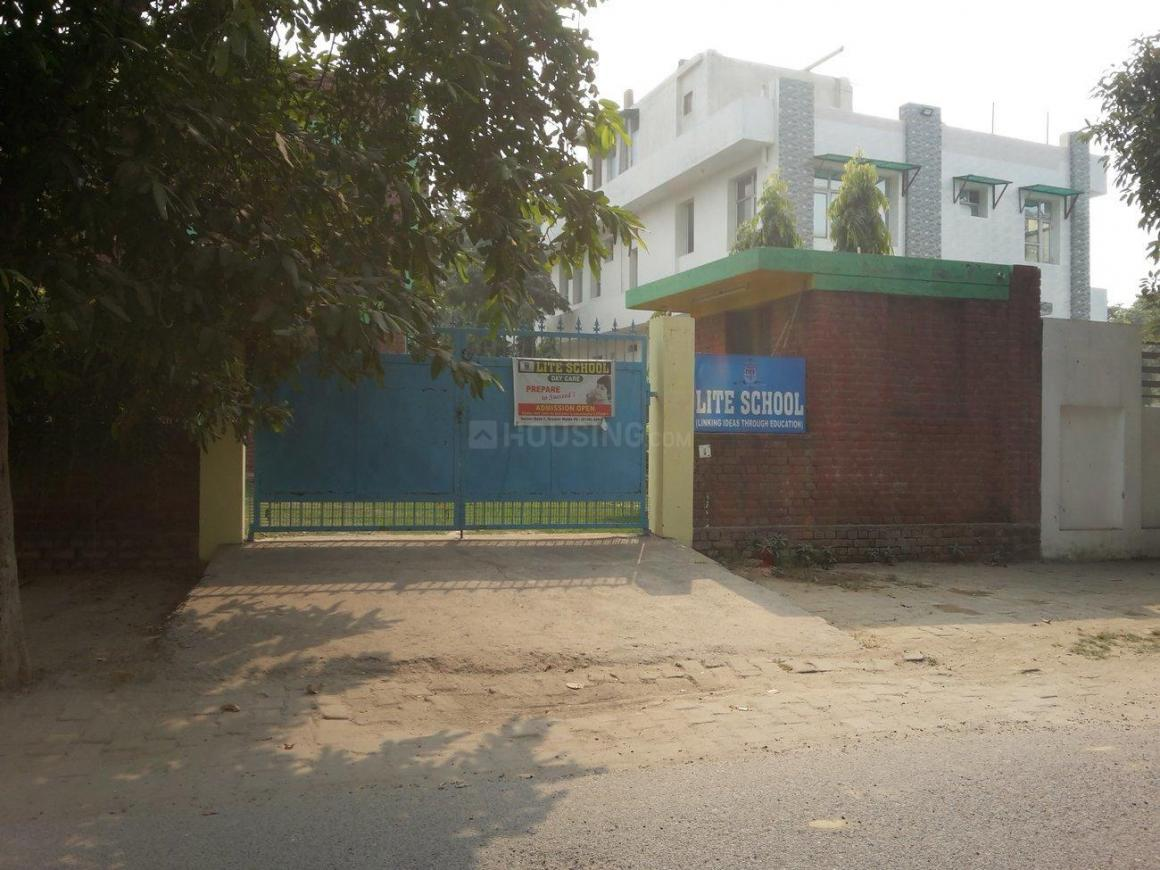 Schools & Universities Image of 600 Sq.ft 1 BHK Independent Floor for buy in Beta I Greater Noida for 2800000