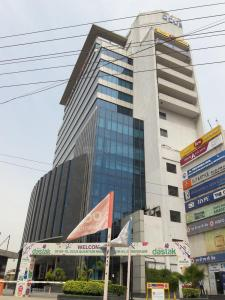 Shopping Malls Image of 1670 Sq.ft 3.5 BHK Independent Floor for rent in Sector 51 for 45000