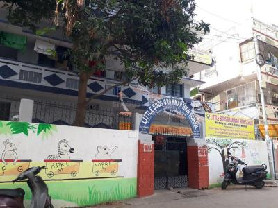 Schools & Universities Image of 1658 Sq.ft 3 BHK Apartment for buy in Nallakunta for 8800000