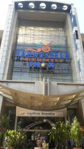 Shopping Malls Image of 600 Sq.ft 1 BHK Apartment for rent in Kandivali West for 27000