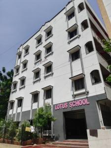 Schools &Universities Image of 0 - 5300.0 Sq.ft 4 BHK Villa for buy in Shanta Sriram Spring Valley