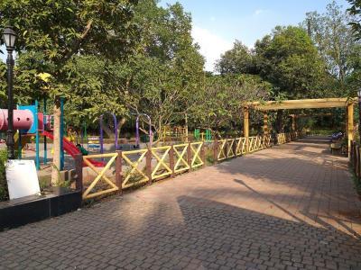 Parks Image of 1400 Sq.ft 3 BHK Apartment for buy in Guru Nanak Nagar for 13000000