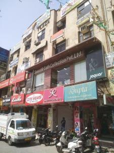 Shopping Malls Image of 1800 Sq.ft 3 BHK Apartment for rent in Kesarwani Apartments, Sector 5 Dwarka for 35000