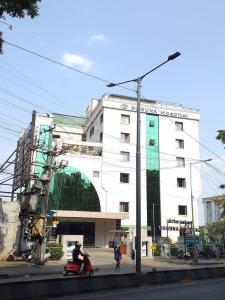 श्रीशैला द लेबेन्सरोम में खरीदने के लिए 2018.0 - 2060.0 Sq.ft 3 BHK अपार्टमेंट अस्पतालों और क्लिनिक  की तस्वीर