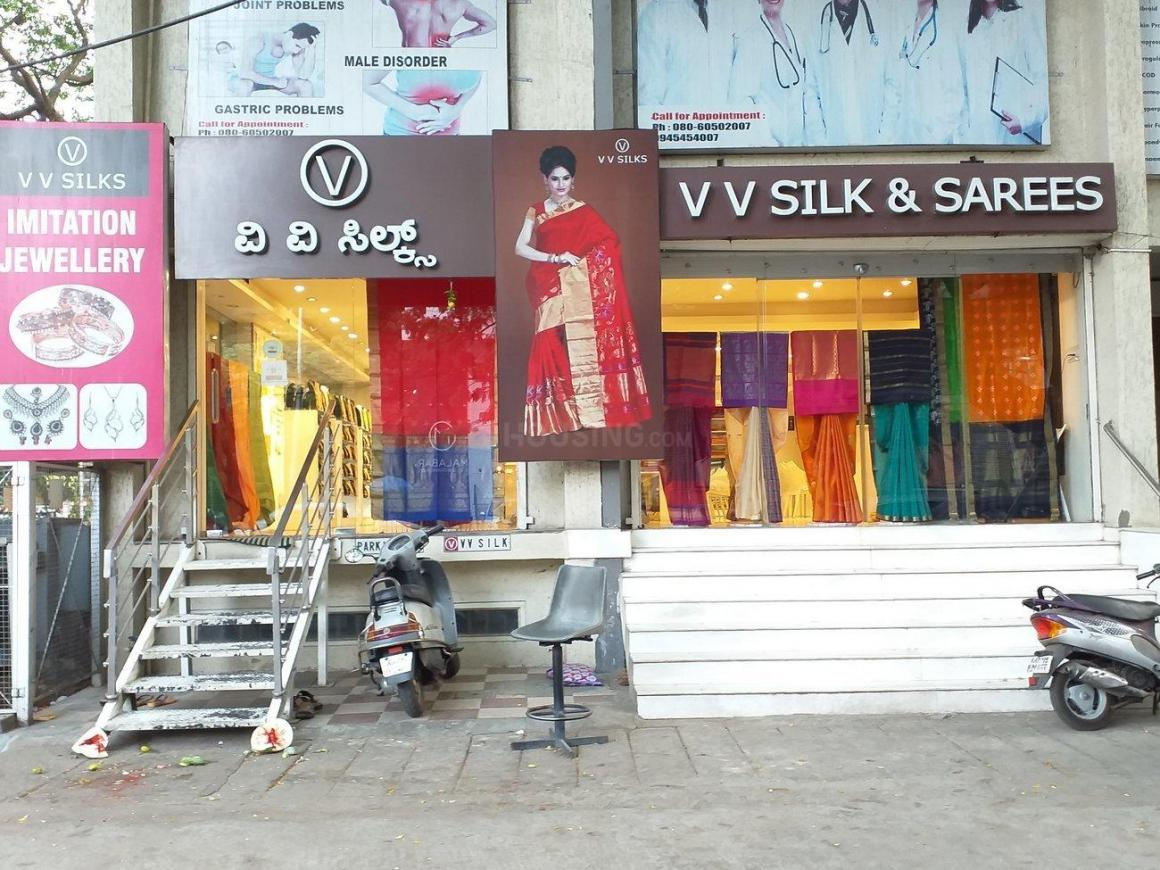 Shopping Malls Image of 0 - 1500 Sq.ft 3 BHK Apartment for buy in Sterling Manor