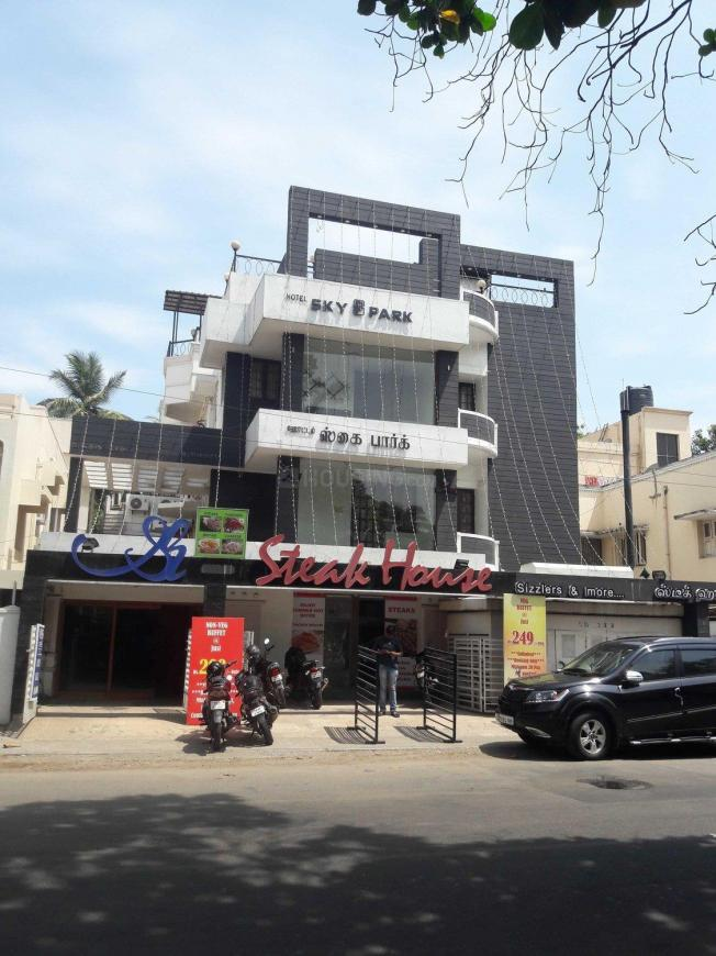 Food & Drinks Section Image of 1555 Sq.ft 2 BHK Apartment for buyin Anna Nagar West for 17000000