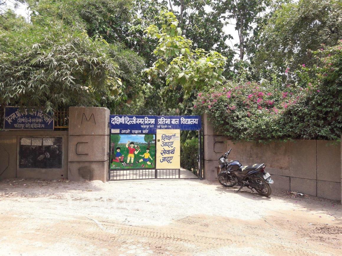 Schools & Universities Image of 500 Sq.ft 1 BHK Apartment for buy in Fatehpur Beri for 950000