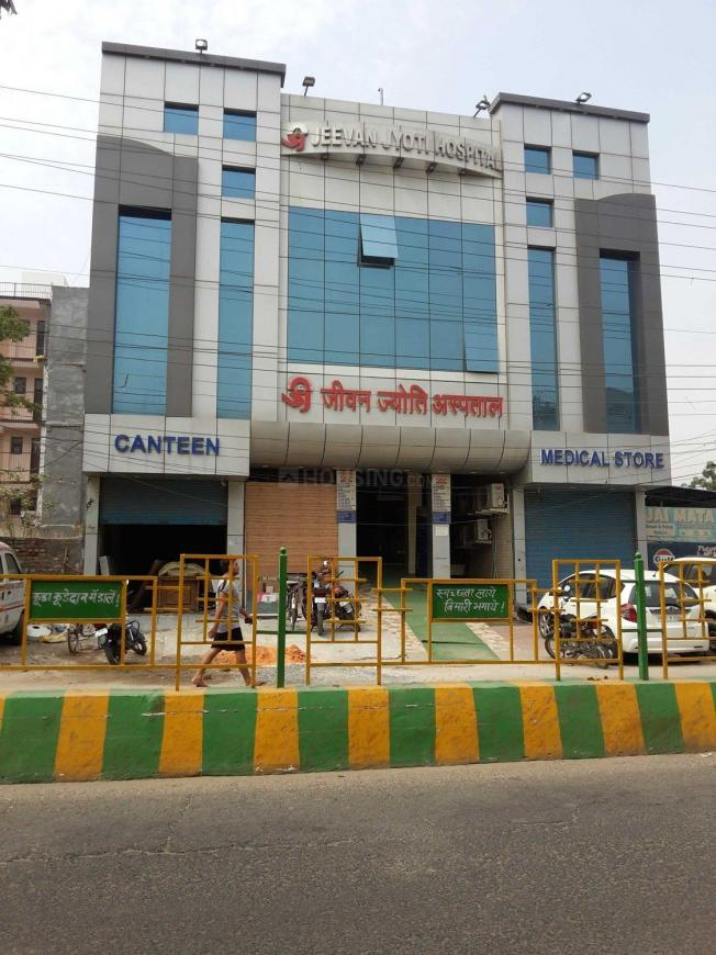 Hospitals & Clinics Image of 1000 Sq.ft 3 BHK Independent Floor for buyin Pratap Vihar for 4000000