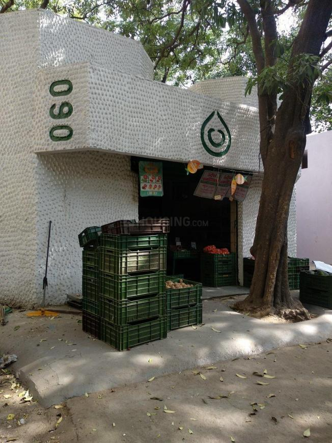 Groceries/Supermarkets Image of 0 - 750 Sq.ft 2 BHK Apartment for buy in Reputed Queen Apartments