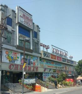 Shopping Malls Image of 1045 - 1332 Sq.ft 2 BHK Apartment for buy in SS Navya Glass Emerald