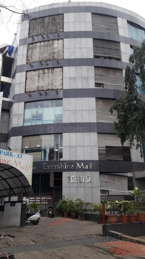 Shopping Malls Image of 270 Sq.ft 1 RK Apartment for buy in Malad West for 2800000