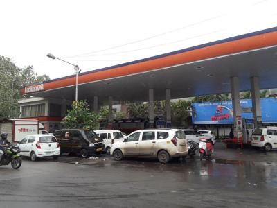 Petrol Pumps Image of 650 Sq.ft 1 BHK Apartment for rent in Goregaon East for 36000