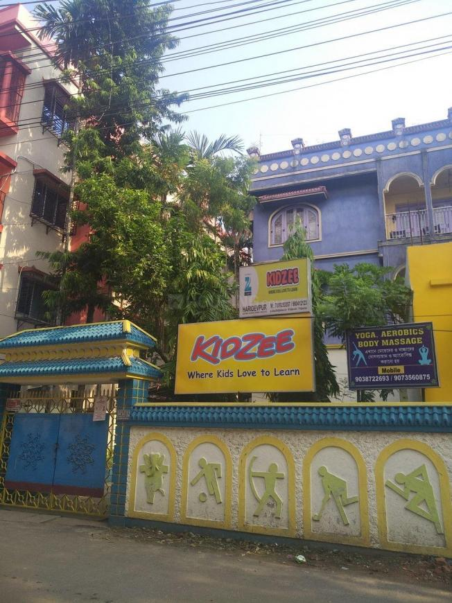 Schools & Universities Image of 400 Sq.ft 1 BHK Independent House for buy in Paschim Putiary for 900000