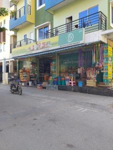 Groceries/Supermarkets Image of 1200 Sq.ft 2 BHK Apartment for rent in Mahadevapura for 31500