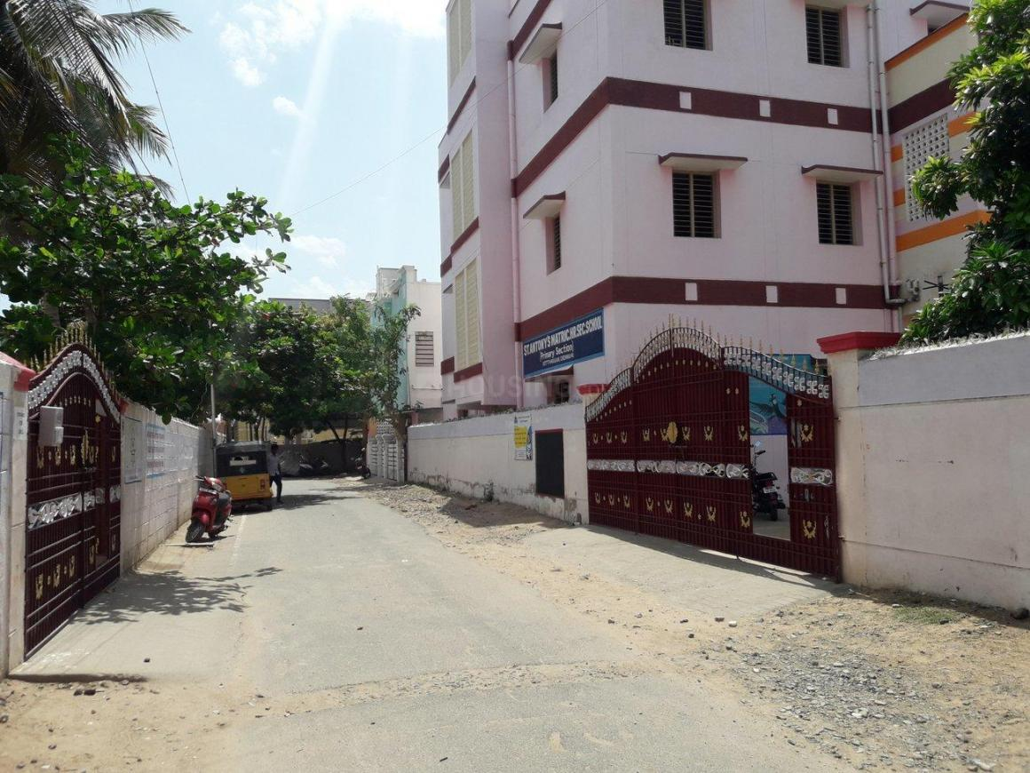 Schools & Universities Image of 900 Sq.ft 2 BHK Apartment for rent in Kottivakkam for 18000