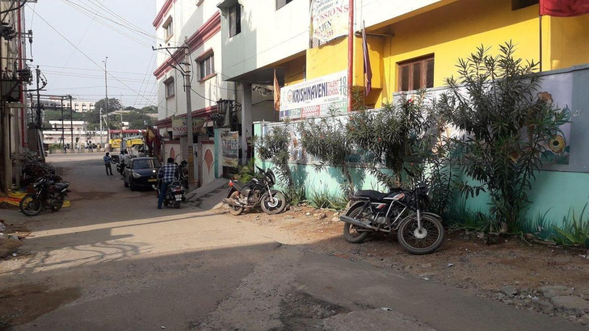Schools & Universities Image of 2000 Sq.ft 1 BHK Independent House for buy in Mallapur for 15000000