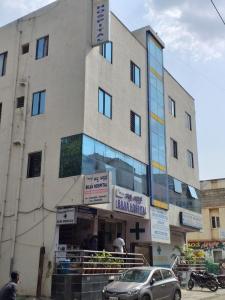 रीनेसन्स  ऑरा में खरीदने के लिए 1350 - 1700 Sq.ft 2 BHK अपार्टमेंट अस्पतालों और क्लिनिक  की तस्वीर