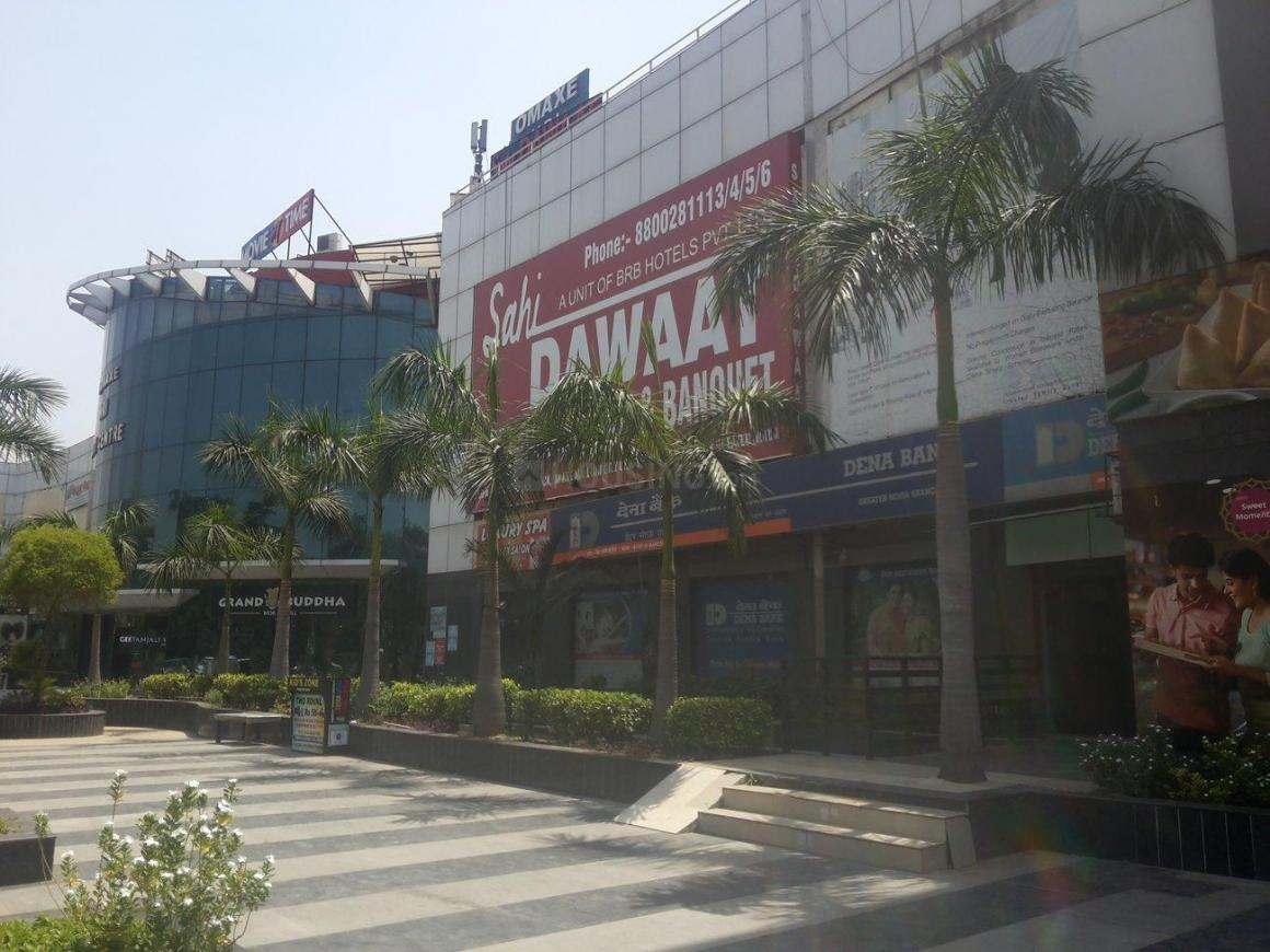 Shopping Malls Image of 655 Sq.ft 1 BHK Apartment for buy in Omega II Greater Noida for 2700000