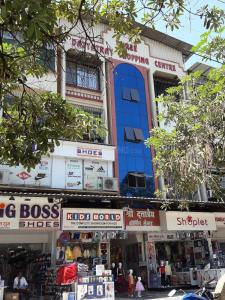 Shopping Malls Image of 780 Sq.ft 2 BHK Apartment for rent in Vasai West for 13500