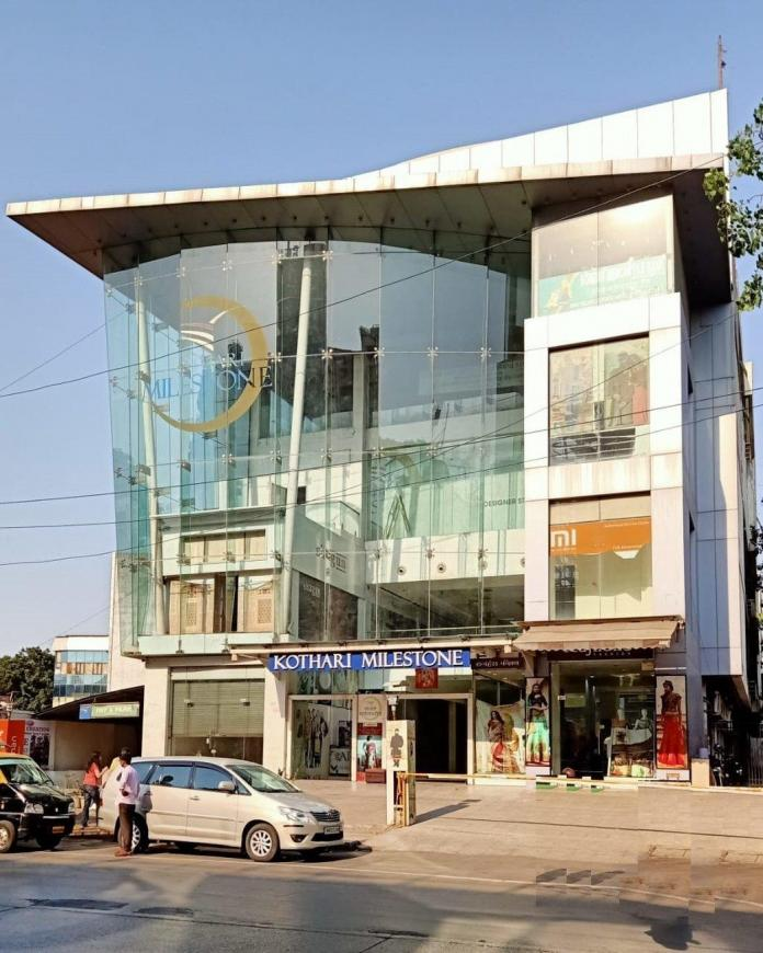 Shopping Malls Image of 255.0 - 1009.01 Sq.ft 1 RK Apartment for buy in Zaveri Upakram CHS Ltd
