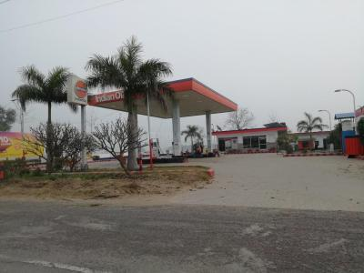 Petrol Pumps Image of 0 - 5000 Sq.ft 4 BHK Apartment for buy in SRS Retreat Farms