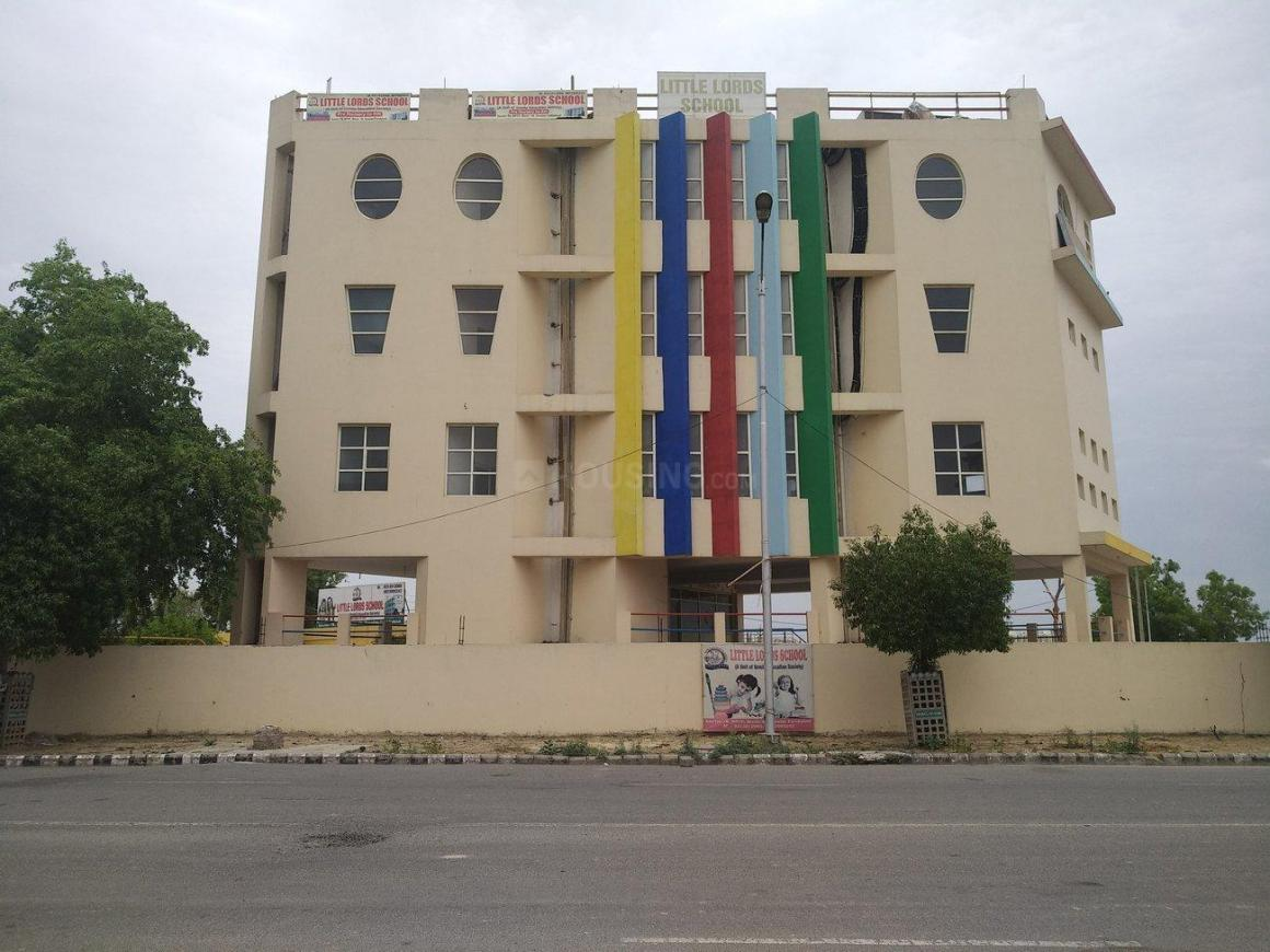 Schools & Universities Image of 540 Sq.ft 1 BHK Apartment for buy in Sector 76 for 500000