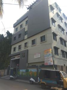 Schools & Universities Image of 1000 Sq.ft 2 BHK Independent House for rent in Santosh Nagar for 30000